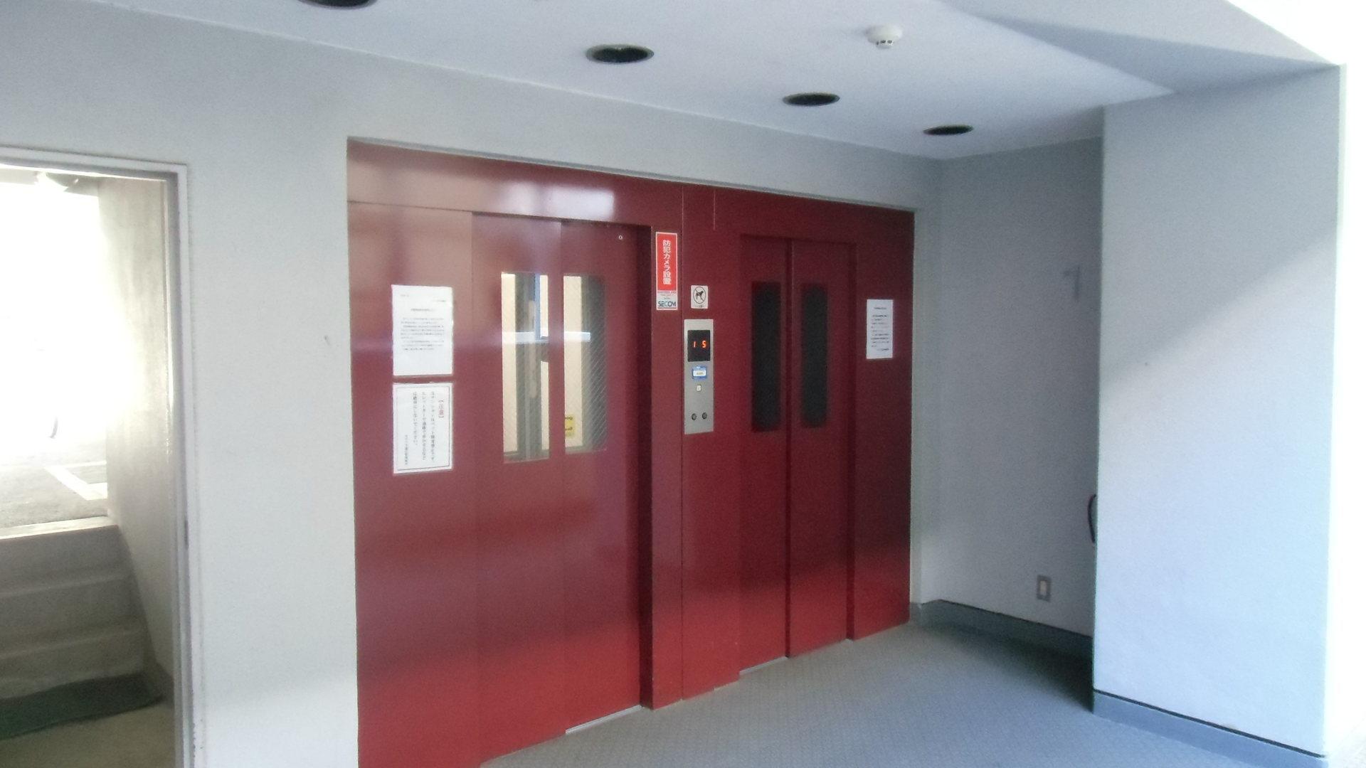 エレベーター2基.JPG